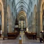 ... und durch den gesamten Kirchenraum zum Hochaltar hin (© Herr Mag. Bernhard Wagner).