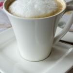 ... und dazu ein Cappuccino mit Milchschaum (© Herr Mag. Bernhard Wagner).