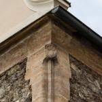 Einer von zwei Ecksteinen mit Brezel als Symbol der Bäcker (© Herr Mag. Bernhard Wagner).