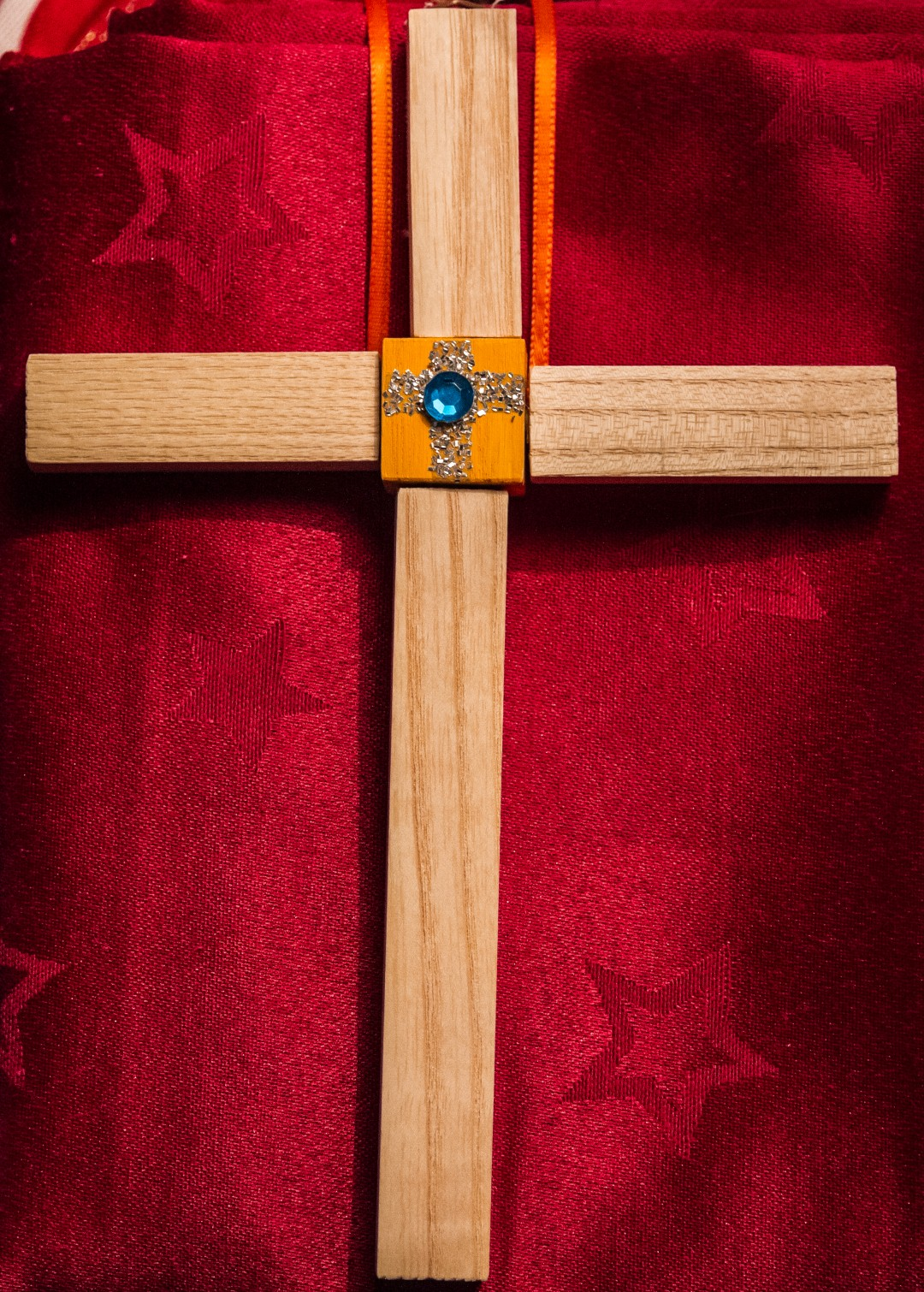 Beispiel eines Holzkreuzes für die Erstkommunionkinder des Jahres 2012 (© Herr Mag. Bernhard Wagner).