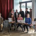 Gruppenfoto mit Pfarrer Pucher, vier Damen des Lavanttaler Frauentreffs sowie einem kleinen Ensemble aus jungen Musikerinnen und Musikern der Musikschule (© Frau Claudia Cufer).