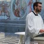 Es folgt das von Frater Nikolaus verkündete Evangelium, die Frohe Botschaft (© Herr Mag. Bernhard Wagner).