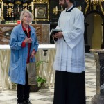 ... bedankt sich Frau Kettner bei Frater Nikolaus (© Herr Mag. Bernhard Wagner).