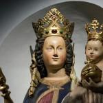 Nahansicht des Kopfes mit Krone sowie des gekrönten Kindes (© Herr Mag. Bernhard Wagner).