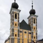 Die doppeltürmige Wallfahrtskirche von außen (© Herr Mag. Bernhard Wagner).