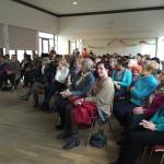 Bei vollbesetztem Markussaal hält Herr Dr. Manfred Eichwalder ... (© Frau Dr. Rosemarie Eichwalder)