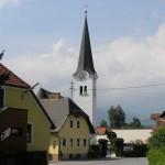 Die Filialkirche St. Jakob in Blickrichtung Westen von der St. Jakober Straße aus gesehen (© Herr Mag. Bernhard Wagner).