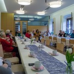 Zum ersten Treffen im Neuen Jahr hat Frau Brigitte  Kettner Pastoralassistentin Frau Monika Wuggenig eingeladen die mit den Anwesenden einen lustigen Faschingsnachmittag gestaltete (© Herr Mag. Bernhard Wagner).