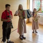 ... erfreuen die Anwesenden mit verschiedenen Stücken aus der Volksmusik, ... (© Herr Mag. Bernhard Wagner)