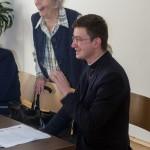 ... begrüßt den an diesem Nachmittag im Haus St. Benedikt anwesenden Kaplan der Stadtpfarre Wolfsberg Mag. Dr. Krzysztof Kranicki ... (© Herr Mag. Bernhard Wagner)