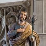 Statue des Hl. Josef, eine weiße Lilie haltend, in einer Nahansicht ... (© Herr Mag. Bernhard Wagner)
