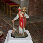 Eine andere Statue welche den Heiligen mit einem Kranken an der rechten Hand zeigt, vermutlich einen an Epilepsie Leidenden, zumal Valentin von Terni auch bei solchen Leiden angerufen wurde  (© Herr Mag. Bernhard Wagner).