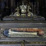 Der Reliquienschrein mit einem Oberarmknochen, angeblich vom Hl. Valentin stammend, ... (© Herr Mag. Bernhard Wagner)