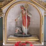 Nahansicht der Statue des Hl. Valentin im Schrein des Valentinsaltars (© Herr Mag. Bernhard Wagner).