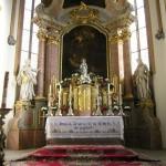 Der Hochaltar mit der Statue der Gottesmutter (© Herr Mag. Bernhard Wagner).