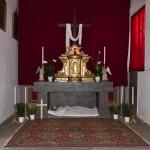 Gesamtansicht des Heiligen Grabes beim Herz Jesu-Altar in abendlicher Beleuchtung (© Herr Mag. Bernhard Wagner).