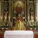 Herz Jesu-Altar als Sakramentsaltar in der Zeit vom Gründonnerstagabend bis zum Karsamstagabend in abendlicher Beleuchtung (© Herr Mag. Bernhard Wagner).