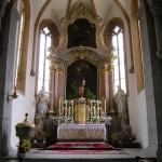 Gesamtansicht des Hochaltars mit der Statue des Auferstandenen (© Herr Mag. Bernhard Wagner).