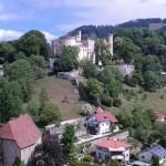 ... und zum Schloss Wolfsberg (© Herr Christian Cufer).