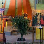 Taizé-Taizé-Kreuz-(Kreuzikone)-und Bildnis-in-der-Versoehnungskirche
