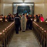 Eröffnung des Festgottesdienstes mit Kerzenweihe innerhalb des Hauptportals der Markuskirche, ... (© Herr Mag. Bernhard Wagner)