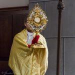 ... ehe er den eucharistischen Segen spendet (© Herr Mag. Bernhard Wagner).