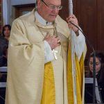 Bischof Schwarz während des Evangeliums (© Herr Mag. Bernhard Wagner).