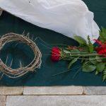 Dornenkrone und Rose (© Herr Mag. Bernhard Wagner).