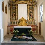 Gesamtübersicht des Herz Jesu-Altars bei welchem sich das Hl. Grab befindet (© Herr Mag. Bernhard Wagner).