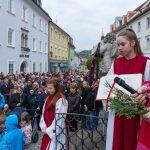 Dechant Mag. Engelbert Hofer freut sich ob der zahlreichen Anwesenden ... (© Herr Mag. Bernhard Wagner)
