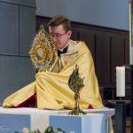 ... und beim Eucharistischen Segen mit dem Allerheiligsten ... (© Herr Mag. Bernhard Wagner).