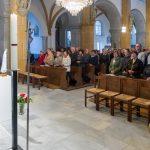 Blick in den Kirchenraum, es sind zahlreiche Gläubige gekommen (© Herr Mag. Bernhard Wagner).