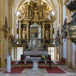 Hochaltar und Volksaltar mit Ambo der Wallfahrtskirche (© Herr Mag. Bernhard Wagner).