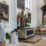 Statue des Hl. Josef (Mitte) und linker Seitenaltar der Hl. Anna (© Herr Mag. Bernhard Wagner).