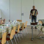 ... gesungen und in Begleitung der Zieharmonika ... (© Herr Mag. Bernhard Wagner).