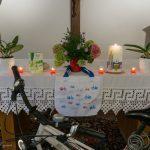 Altar der Hauskapelle mit Symbolik zum Thema des Morgengebets, ... (© Herr Mag. Bernhard Wagner)