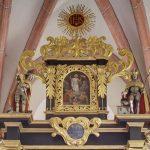 Oberer Teil des Hochaltars mit Auferstehungsszene im Zentrum ... (© Herr Mag. Bernhard Wagner)