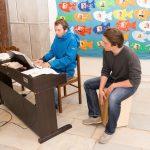 Musikgruppe Z3 (Zivildiener3) mit Herrn Dominik Wascher am E-Piano und Herrn Marco Mrčela an der Trommel, der dritte im Bunde ist übrigens Herr Mokoru (Aufnahme: Herr Christoph Isopp; © Katholische Jugend Lavanttal).