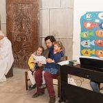 Herr Mokoru mit Töchtern (Aufnahme: Herr Christoph Isopp; © Katholische Jugend Lavanttal).