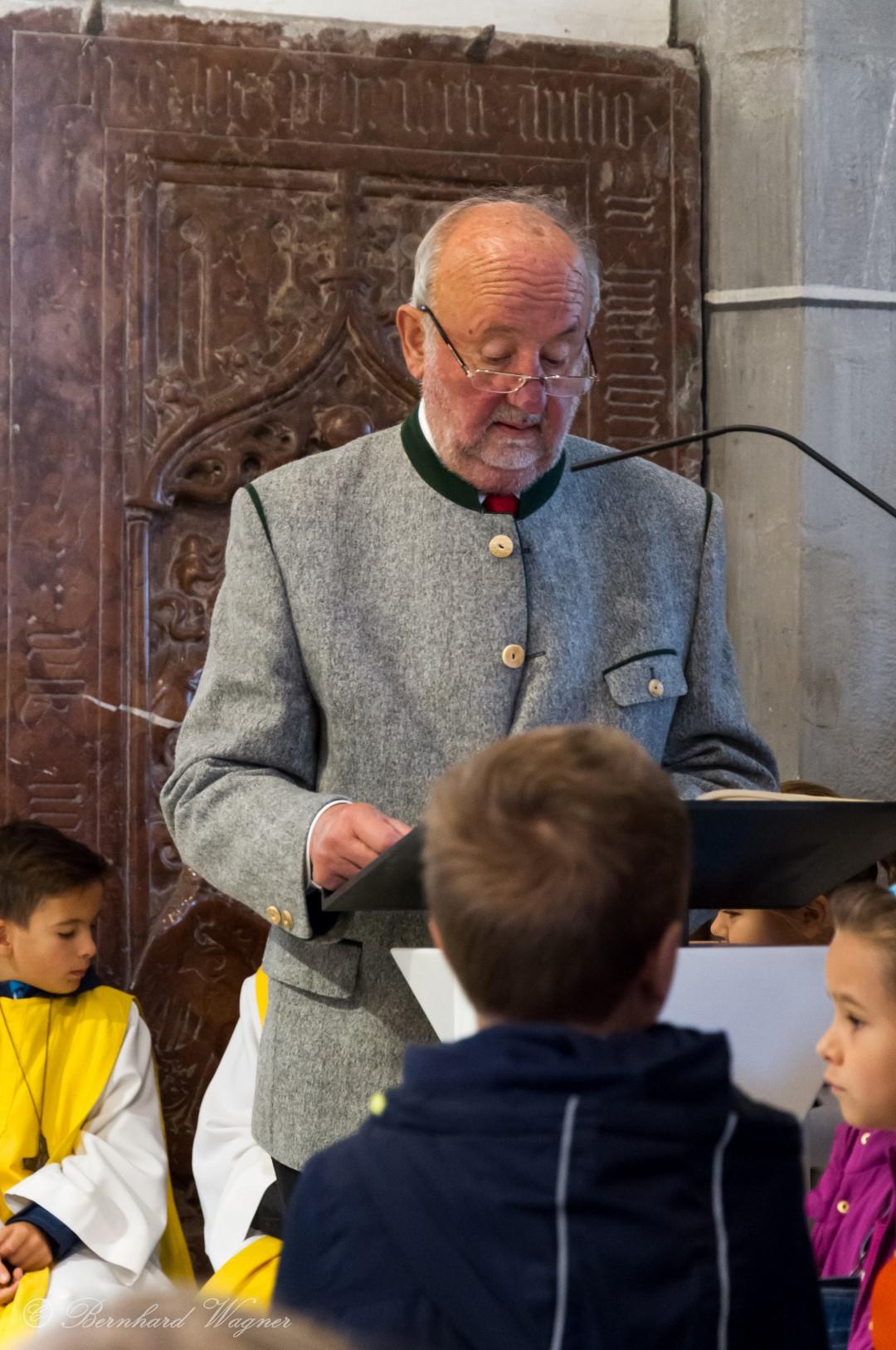 Herr Fritz Richter trägt sodann die Lesung vor (© Herr Mag. Bernhard Wagner).