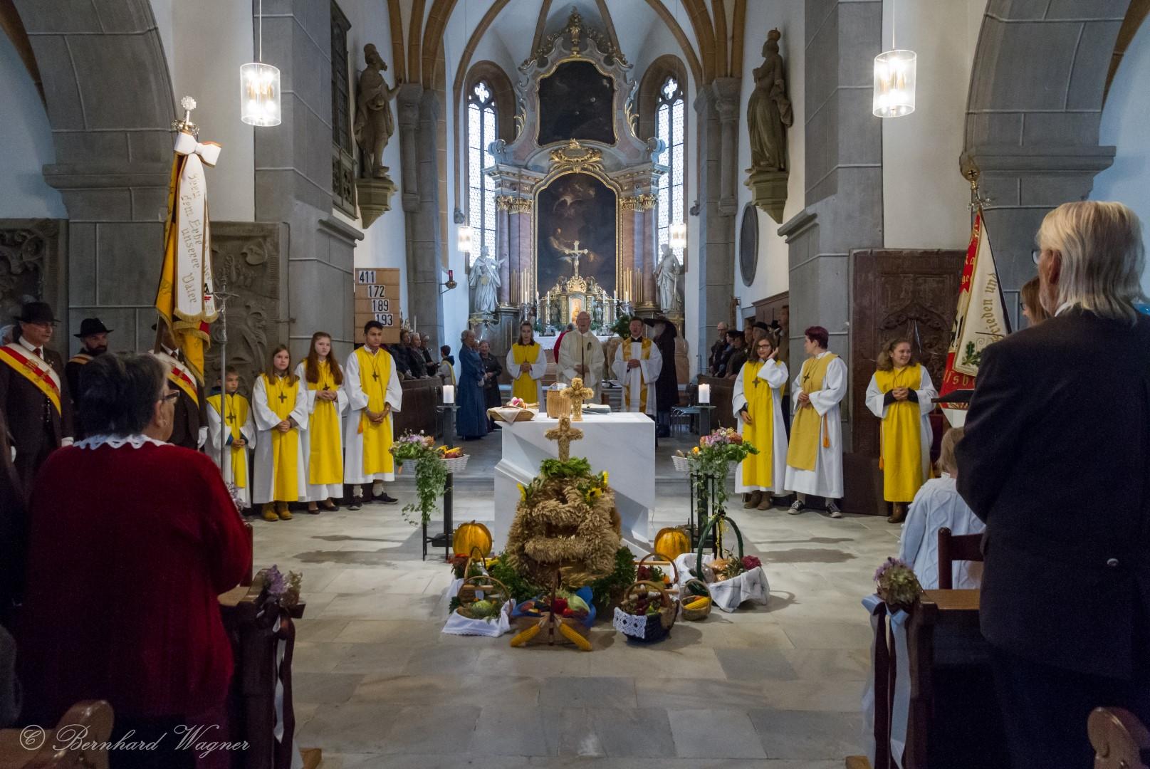 Blick vom Mittelgang der Kirche ... (© Herr Mag. Bernhard Wagner)