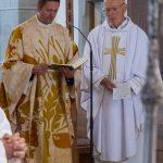 Der Bischofsvikar beim Tagesgebet (© Herr Mag. Bernhard Wagner).