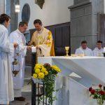 Der Bischofsvikar beim Lavabo, der liturgischen Händewaschung ... (© Herr Mag. Bernhard Wagner)