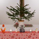 Von links: Heiliger Nikolaus, Barbarazweige, Maria mit Jesuskind und Heilige Cäcilia (© Herr Mag. Bernhard Wagner).