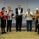 ... erzählt von vier Damen des Seniorenteams gemeinsam mit Leiter Herrn Kurt Weitlauer (© Herr Mag. Bernhard Wagner).