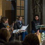 Die Sing- und Spielgruppe um Frau Eva-Maria Kölbl-Perner (ganz links) gestaltet den Abend der Barmherzigkeit (© Herr Mag. Bernhard Wagner).
