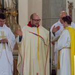 Kaplan Pater Kollmann betet das Schlussgebet (© Herr Mag. Bernhard Wagner).