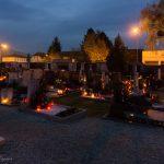 ... in stimmungsvolles Licht zahlreicher Grabkerzen getaucht (© Herr Mag. Bernhard Wagner).