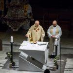 Der Dechant bei der Präfation am Beginn des Eucharistischen Hochgebetes ... (© Herr Mag. Bernhard Wagner)