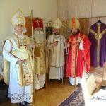 Das Team der Nikoläuse, neben Pater Marian und Herrn Mokoru noch Zivildiener Herr Christoph Isopp und Herr Florian Grubelnig (von links) (© Katholische Jugend Lavanttal).